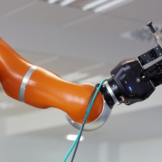 LWR robot, using haptic teleoperation with force feedback